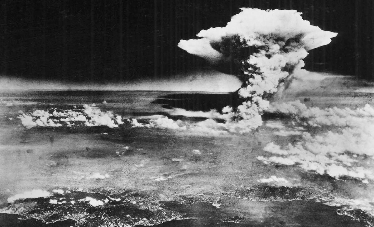 World War Timeline - Atomic Bombs Knock Japan out of the War