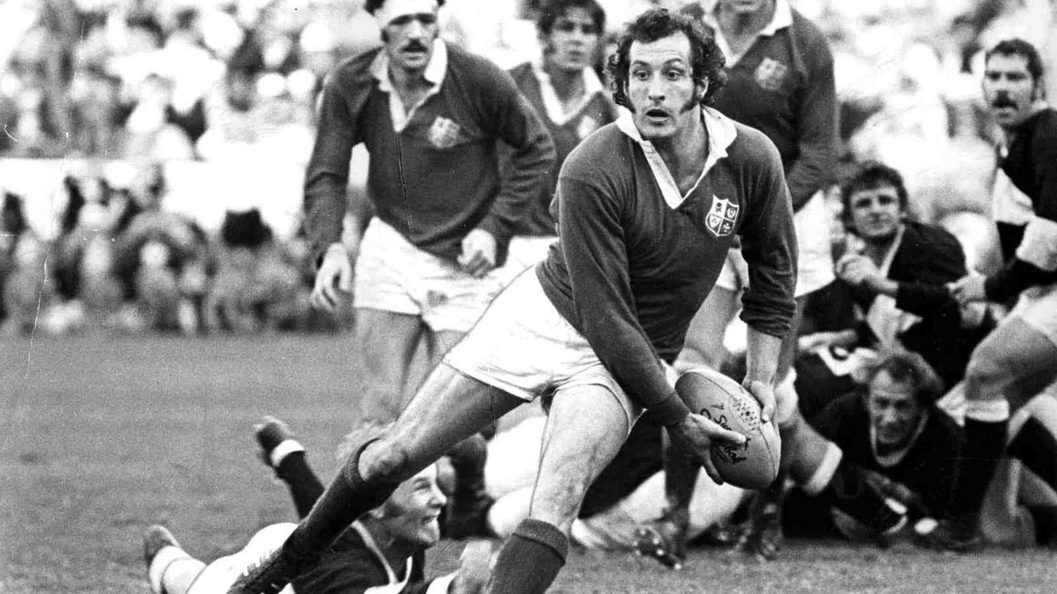 Gareth_Edwards,_the_great_Welsh_scrum-half