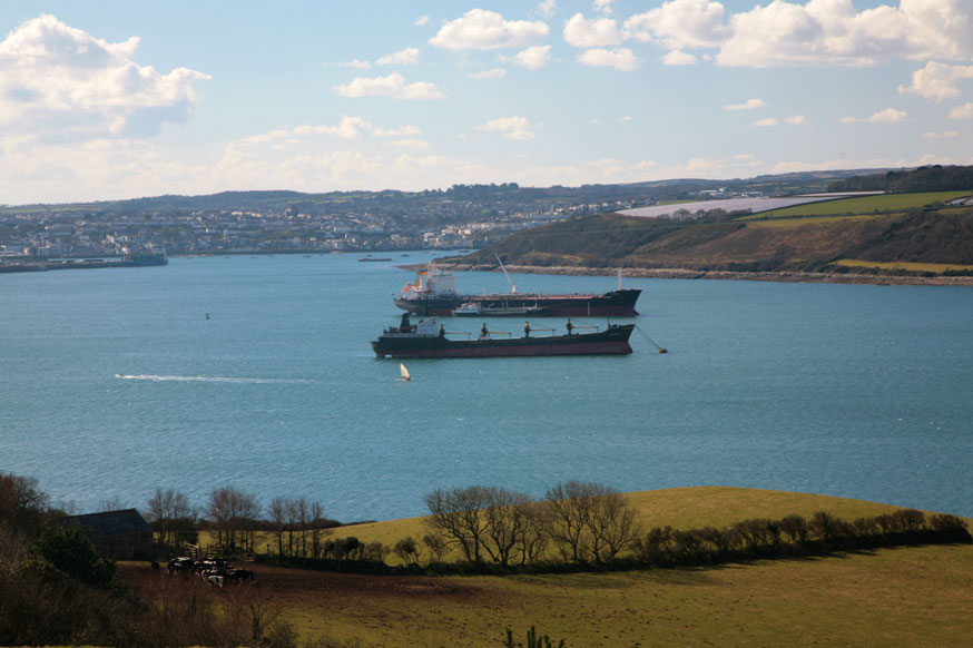 Ships_in_Carrick_Roads,_Falmouth